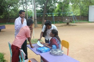 Kabilan_parents_interacting_with_teacher
